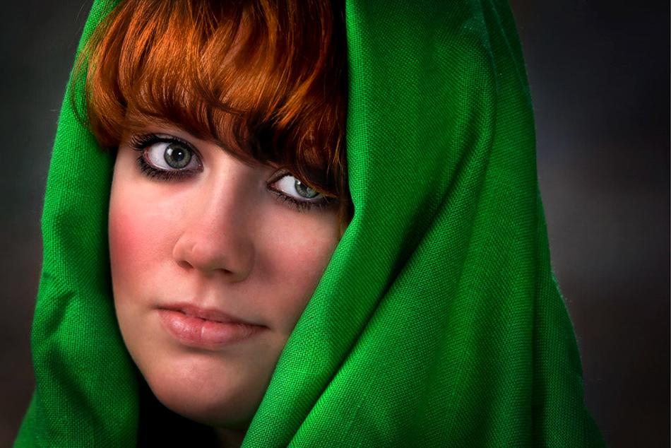Redhead-in-green2