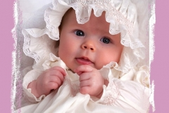Baby_girl_with_bonnet