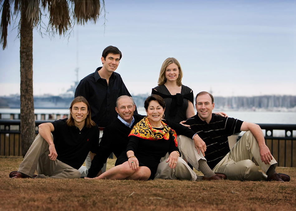 Family-at-waterfront-park