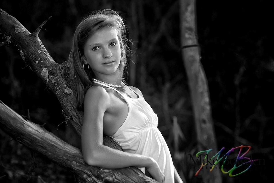 Morris_Island_girl_BW_tree